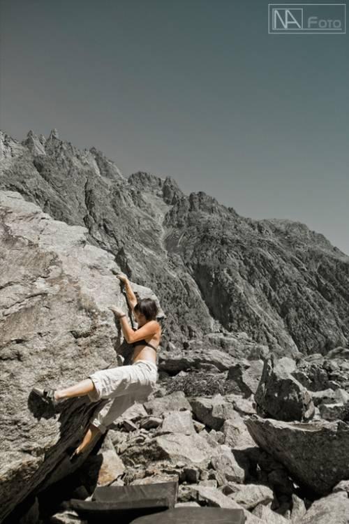 Anna Weyrich on a 6A boulderproblem In Ailfroide/France  Check ----->  http://www.nicolasaltmaier.de/