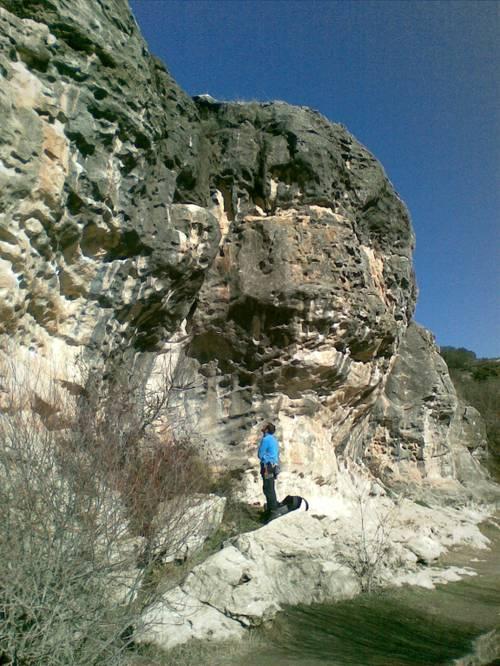 la roca empequeñece al hombre (Ardachori de la Orza)