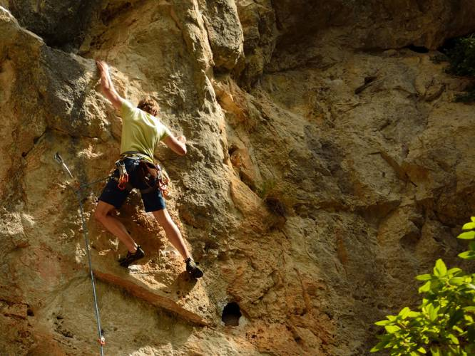 "Sergej from Giessen/DE in the crux of ""Etranger aux verites premieres 6b+"", Chateauvert."