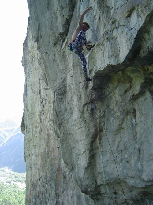 Dark Moon 8b+, Cevio