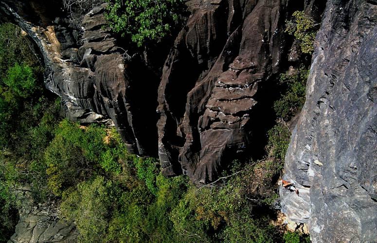 "Emerson""caveman"" on a limestone classic : Sinos de Aldebarã-7b+   MG-BRASIL (cellphoto)"