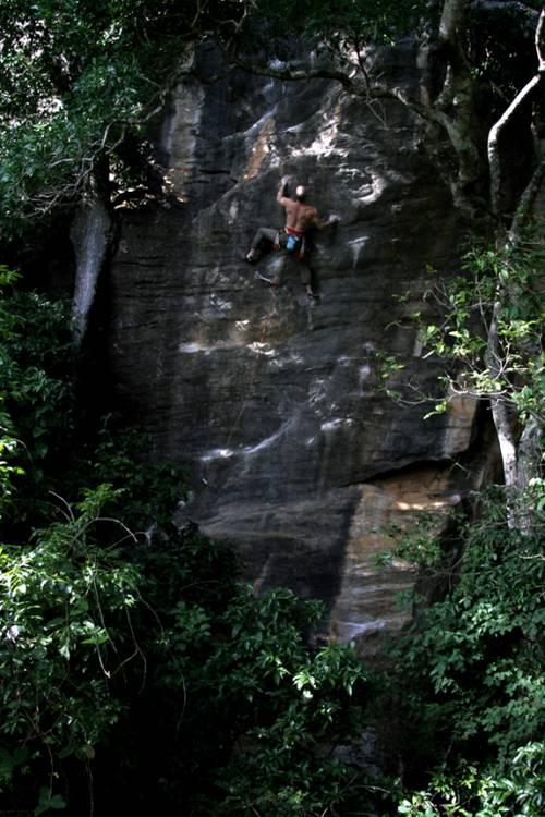 """canadian climber on """"11 proteções e 1 segredo"""" 7b; limestone, Serra do Cipó Brasil- Aqui é GALO porra!!-"""
