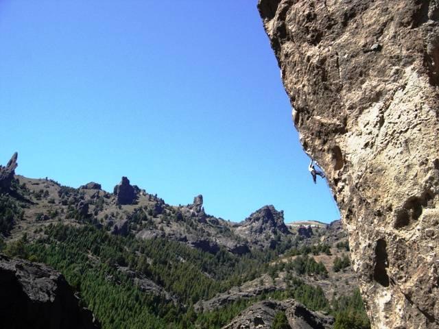 Jimersom Matta escalando no Valle Encantado