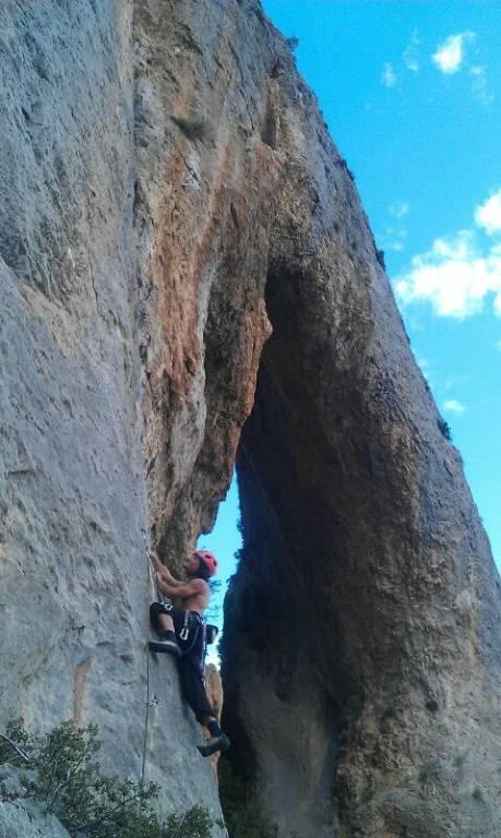 Escalando en Foradada de Toscar.