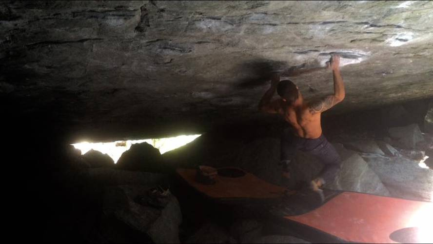 The right hand of darkness 8a, Magic wood