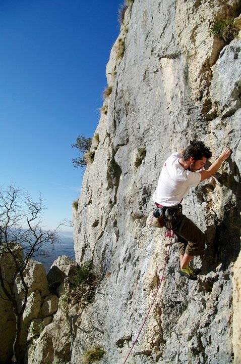 Mislav Juranko climbing in Kompanj