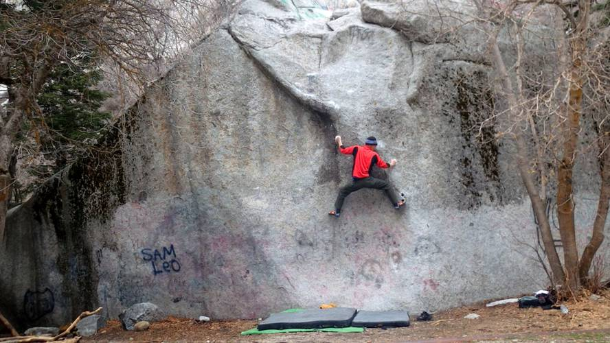 Tiny 8a. Thin vertical crimping and compression moves,... Sweet stuff !!