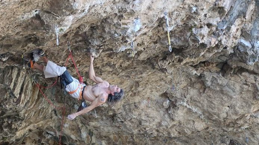 "Dani Andrada (46) ""a muerte"" with 25 FAs up to 8c+/9a again"