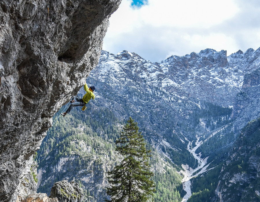 Alex Megos discovers stunning crags in Südtirol / South Tyrol