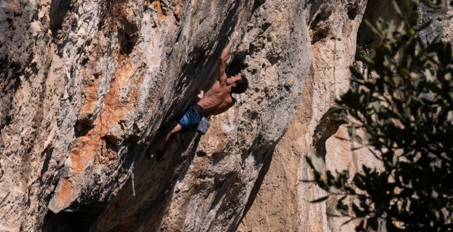 Aubade direct 9a+ by Anatole Bosio