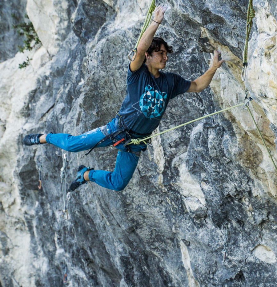 Underground 8c+ (9a) by Gio Placci (19)