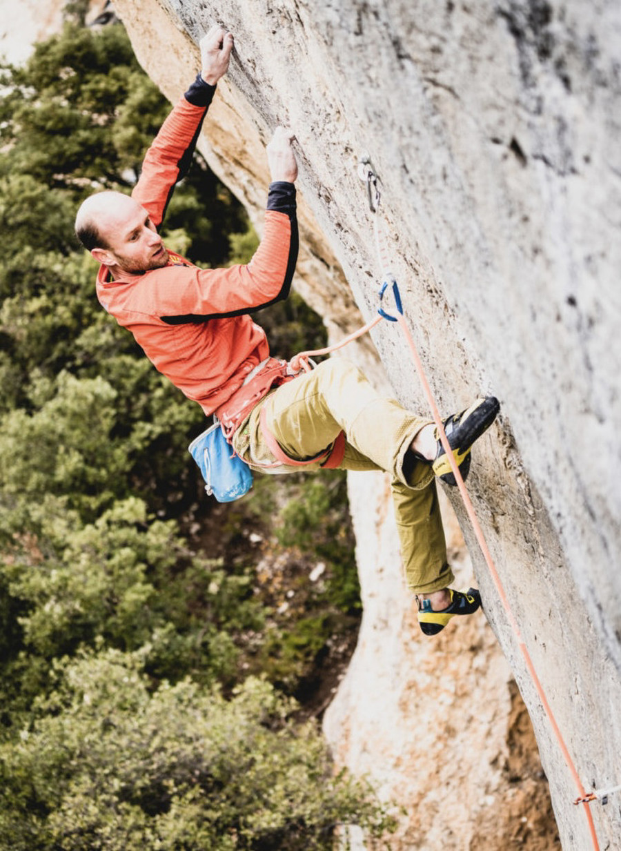 Supercrackinette 9a+ by Cedric Lachat