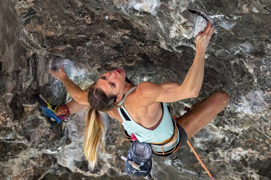 Mina Markovic in a new muscular 9a shape - Picture gallery